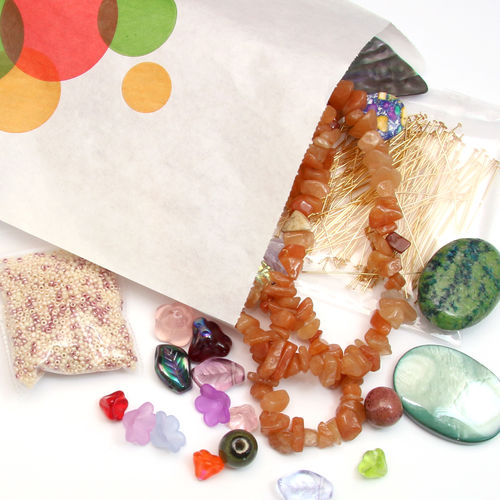 Fyndmix - hemligt paket pärlor och smyckedelar.