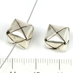 Vävd kub c:a 1 x 1 x 1 cm Karen Hill Tribe silver - Utgående vara