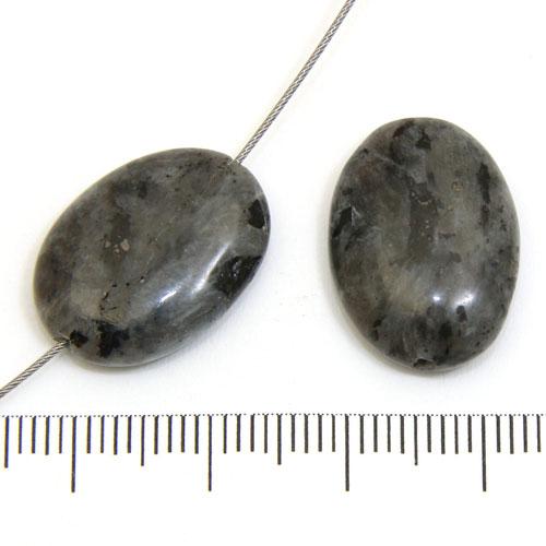 Ovaler i larvikit (labradorit) 12 x 15 mm - Utgående vara
