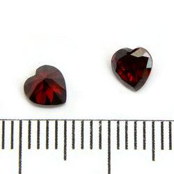 Cubic zircon hjärtformad mörkröd 5 mm