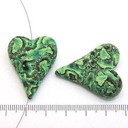 Handgjort hjärta i polymerlera grönt