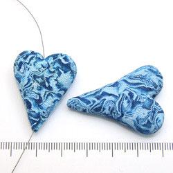 Handgjort hjärta i polymerlera blått