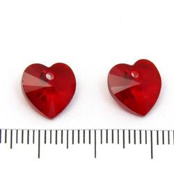 Swarovski Xilion heart (6228) 10 mm hänge Siam (röd)