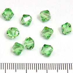 Swarovski Xilion bicone 6 mm peridot (ljusgrön)