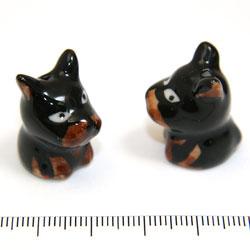 Svart hund i porslin c:a 23 mm