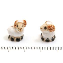 Får i keramik c:a 15 x 14 mm