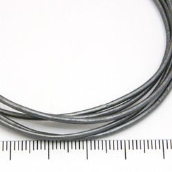 Silvergrått metallic läderband 1,5 mm på löpmeter